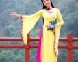 Hồ Ngọc Hà mặc váy cưới