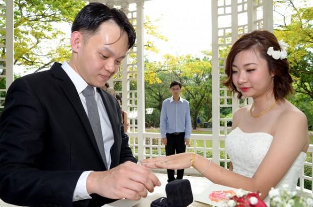 bao gia chup hinh phong su cuoi 620x410 Xem xong bộ ảnh mới biết chụp hình phóng sự cưới không hề dễ!
