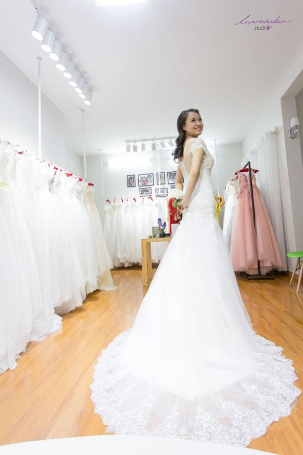 vay cuoi duoi ca 620x930 Cho thuê váy cưới ở TPHCM cho cô dâu có dáng nhỏ