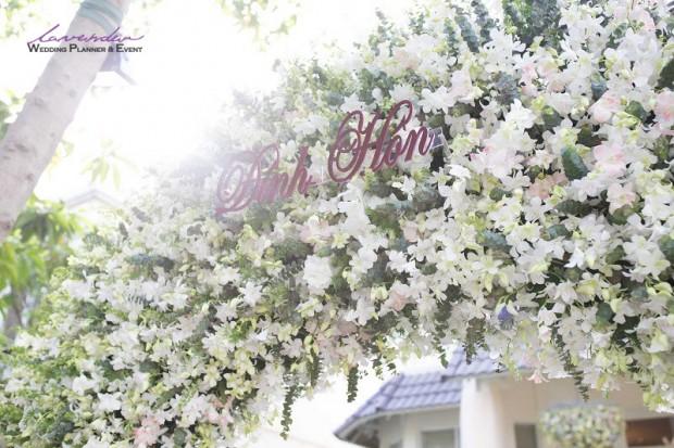 dich vu trang triec tiec cuoi tron goi tai nha o tphcm 620x413 Trang trí tiệc cưới tại nhà cho các cặp cô dâu chú rể ở TPHCM