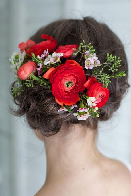 bao gia trang diem co dau sai gon Cùng điểm danh 4 kiểu tóc cưới chưa bao giờ hạ nhiệt.