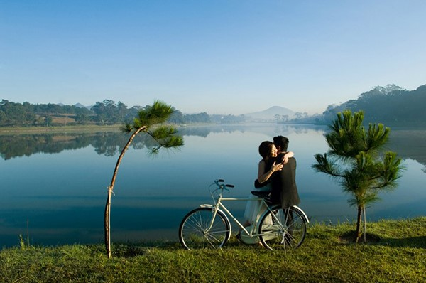 hinh cuoi da lat Chụp hình cưới đep và lãng mạn ở Đà Lạt vào chiều hoàng hôn