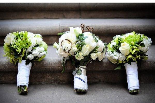 hoa cam tay co dau dep Mang không khí noel vào tiệc cưới cuối năm của bạn.