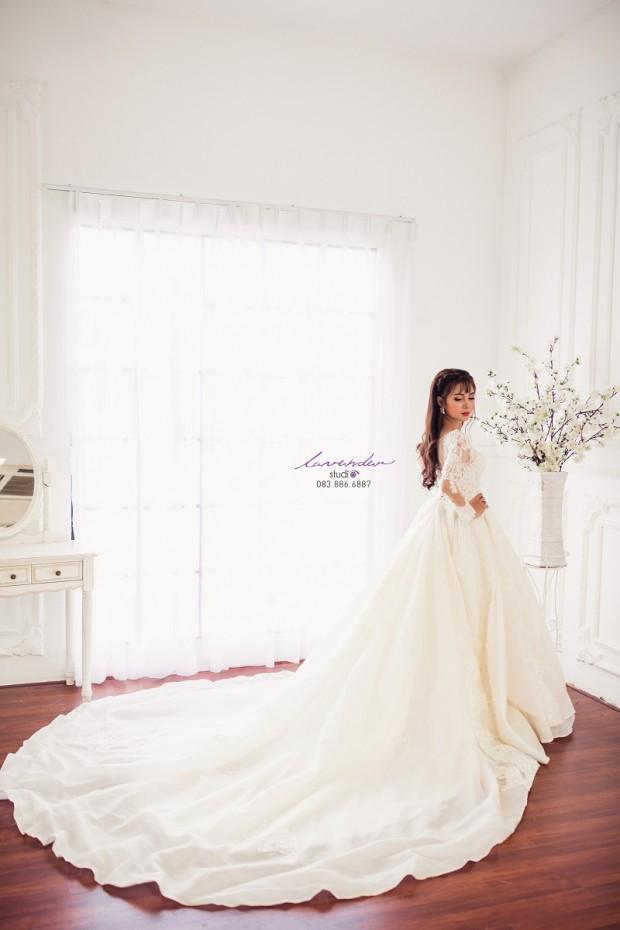 studio thue vay cuoi tphcm 620x930 Tiết kiệm chi phí nhờ thuê váy cưới