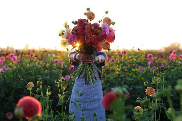 giao hoa tan nha 620x414 Dịch vụ điện hoa trực tuyến   hướng đi mới của nhiều bạn trẻ hiện nay