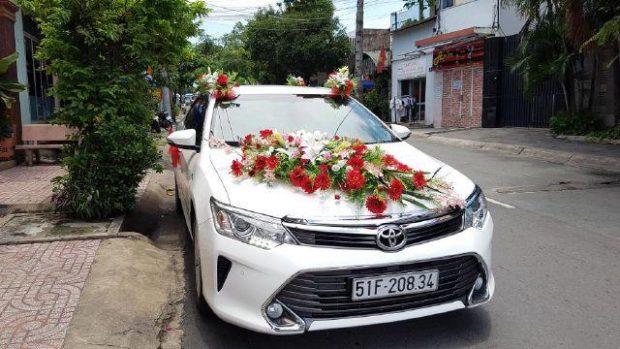 xe cuoi 1 620x349 Những kiểu đính hoa xe cưới ấn tượng